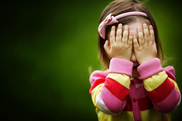 Cum iti inveti copilul ca nu toti strainii sunt prietenosi?