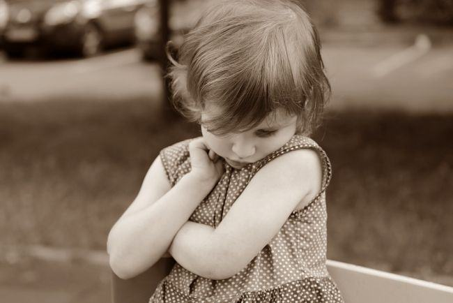 Cum ajuti un copil timid sa iasa din