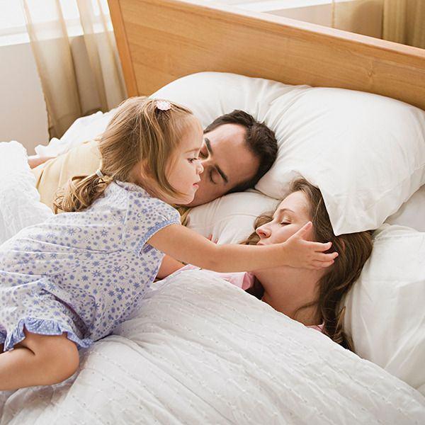 Cele mai frecvente motive pentru care te trezeste copilul