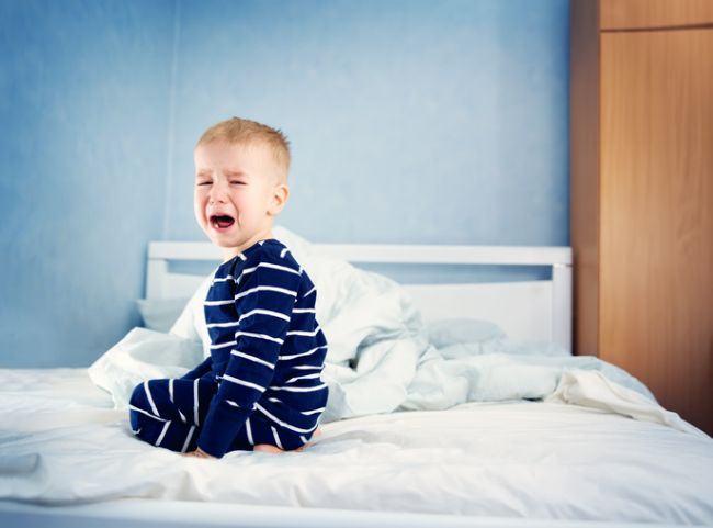 Cum linistesti un copil care a avut un cosmar