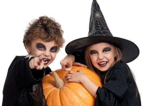 Idei de costumatii ieftine de Halloween