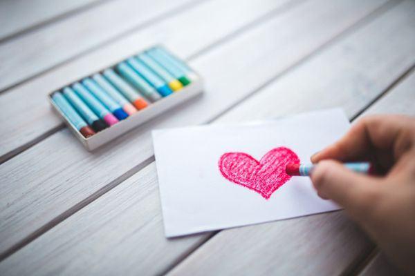 Crafturi simple pe care le poti face cu copiii de Valentine's Day