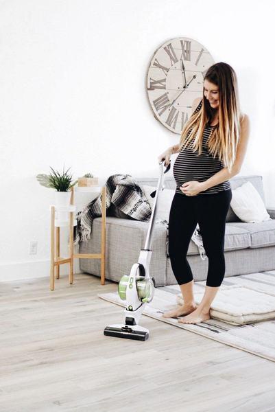 Femeile insarcinate care nu se pot abtine sa faca curatenie in casa spun ca acesta este semnul ca vine bebe