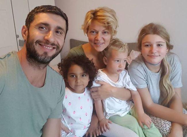 Dana Nalbaru, despre fetita de etnie roma pe care a adoptat-o.