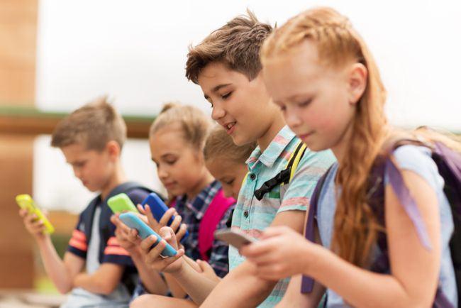 Un smartphone oferit copilului tau este egal cu un gram de cocaina