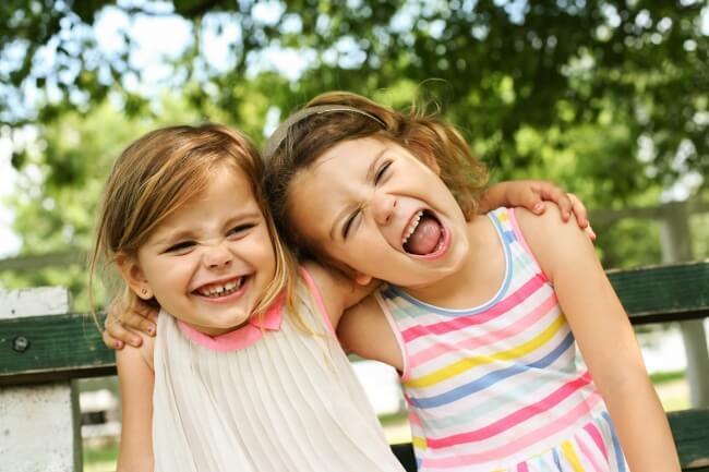 Ghid de dezvoltare pe varste: Ce trebuie sa le oferim copiilor si adolescentilor in functie de varsta