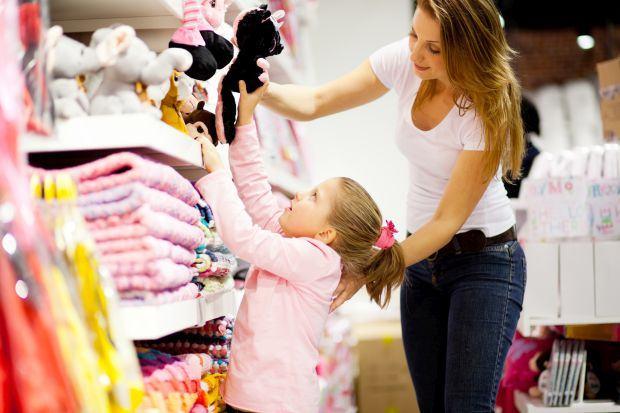 Cum sa iti inveti copiii diferenta dintre dorinta si nevoie