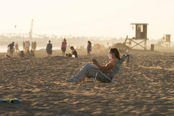 Noi restrictii de la 1 august pe plaje: Doar sotii si copiii mai sunt exceptati de la distantare