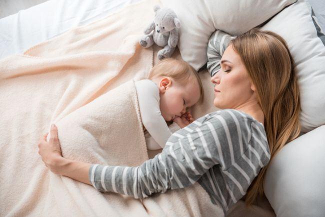 Cum sa nu mai dormi impreuna cu copilul: Ghid pe varste