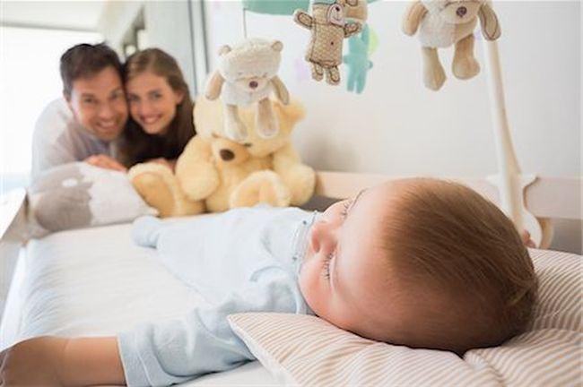 Studiu: Copiii care se culca devreme sunt mai sanatosi si mai fericiti, iar parintii mai sanatosi mental