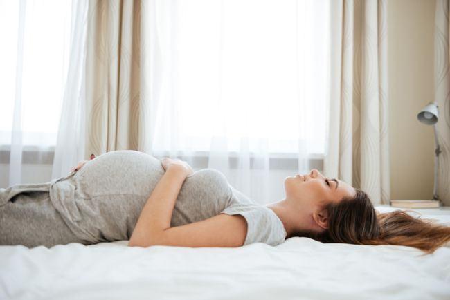 Ce se intampla cu bebelusul din burtica ta atunci cand dormi pe spate in sarcina