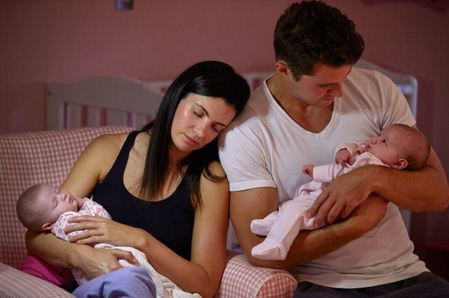 STUDIU: In locul unei nopti romantice, parintii prefera sa doarma