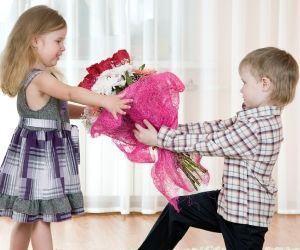 Cum reactionezi la prima dragoste a copilului