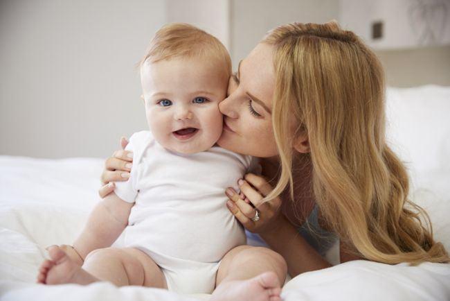 Studiu: Dragostea mamei face copiii mai inteligenti