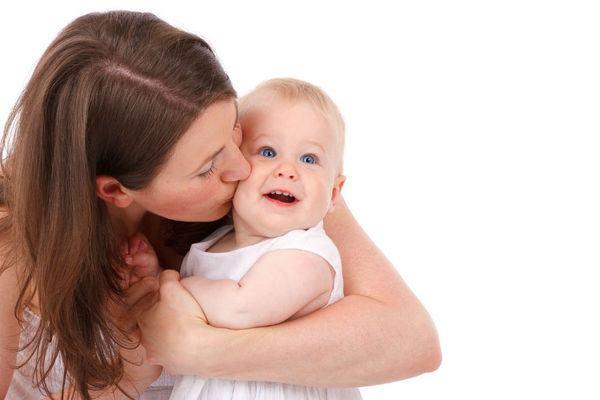 Atentie la limbajul nonverbal! 6 moduri simple prin care ii poti arata copilului tau ca il iubesti enorm