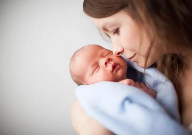 8 semnale de alarma pe care nu trebuie sa le ignori in perioada postpartum