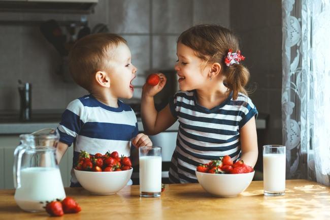 Putem preveni obezitatea infantila! Mancatul sanatos poate fi distractiv pentru cei mici!