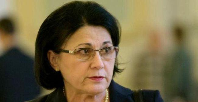 """Ecaterina Andronescu rezolva problema scolilor cu toaleta in curte: """"Avem bani in buget"""""""