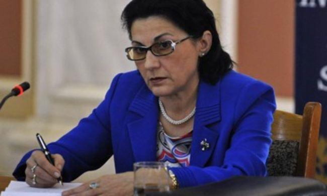 """O noua scrisoare adresata de o mama Ministrului Educatiei: """"Sa va raportez eu, stimata doamna Andronescu, cine cumpara sapun, creta si manuale intr-o scoala cu reputatie foarte buna din centrul Bucurestiului"""""""