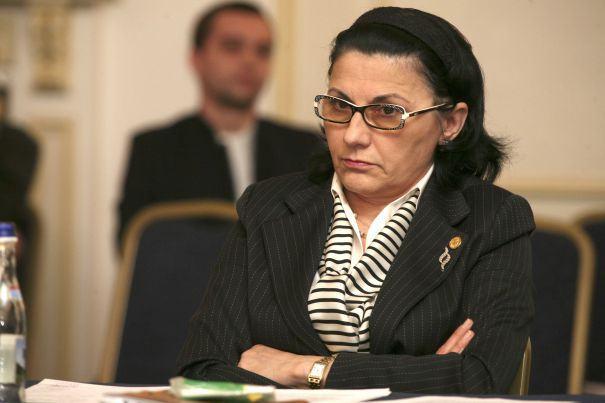 Scrisoarea unei mame catre ministrul Educatiei:  Stimata doamna, eu si alti zeci de mii de parinti va interzicem sa ne distrugeti copiii