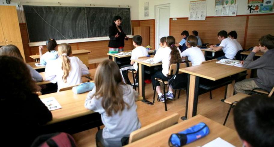 elevi in clasa