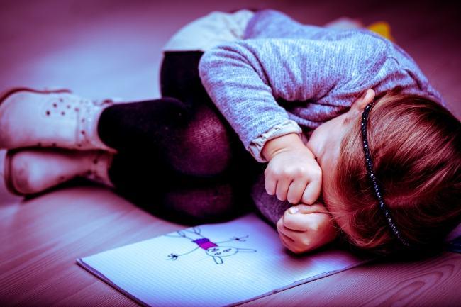 4 moduri prin care iti distrugi emotional copilul, fara sa-ti dai seama
