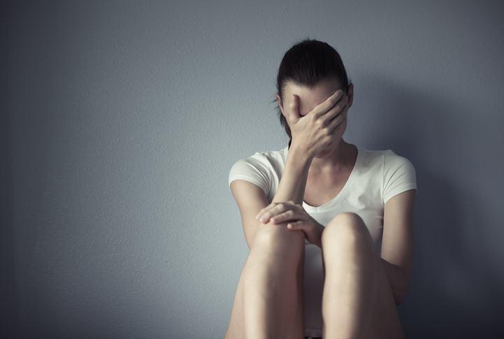 Boala femeilor neiubite afecteaza jumatate de milion de romance! Cum o recunosti?