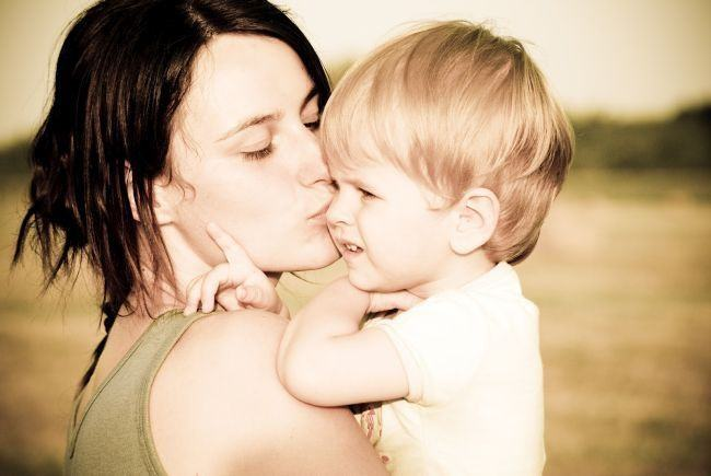 Mama si copil epileptic, umiliti la comisia de handicap: M-au acuzat ca vreau bani