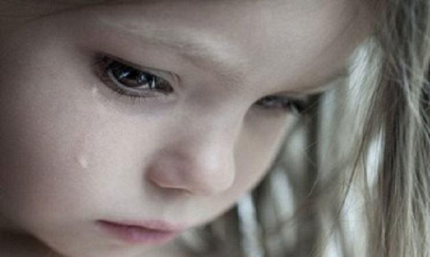 O fetita de 3 ani a supravietuit trei zile langa mama ei care s-a stins din viata