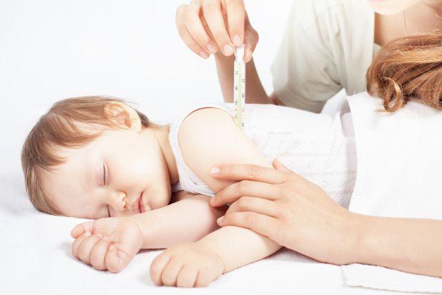 Febra in timpul eruptiei dentare a bebelusului