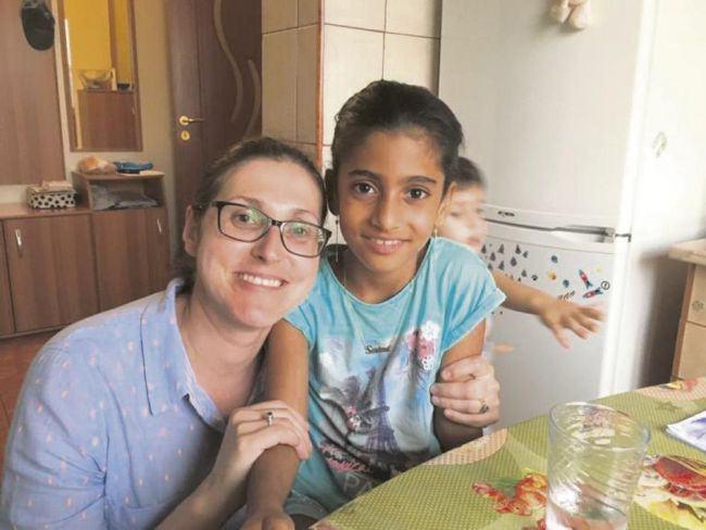 Cazul fetitei din Mehedinti. Decizia privind plecarea Sorinei din tara cu familia adoptiva a fost amanata