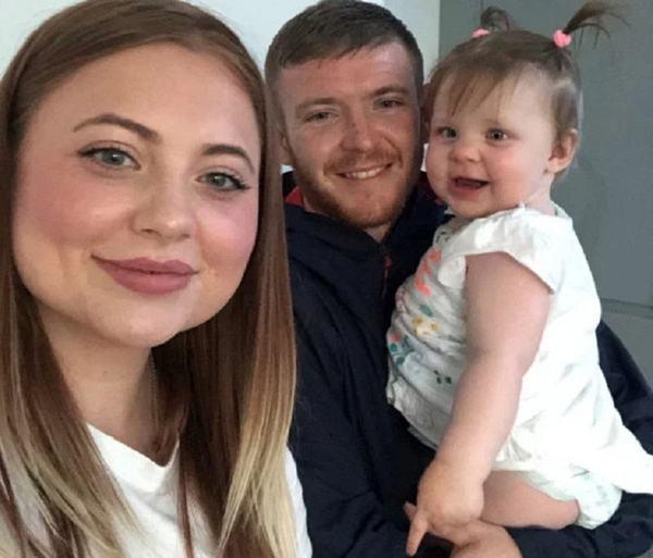 O fotografie cu blit a salvat viata fetitei lor. Cum a fost posibil