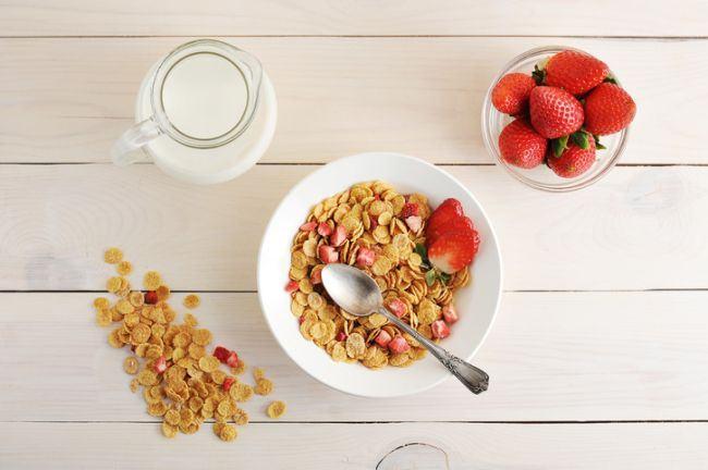 fulgi-porumb-fructe