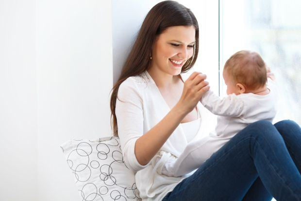 Exercitii care il ajuta pe bebe sa stea in fundulet