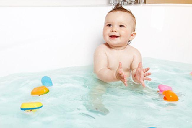Gelul curatator calmant Mustela pentru o baie fara lacrimi pe care bebelusul o va iubi