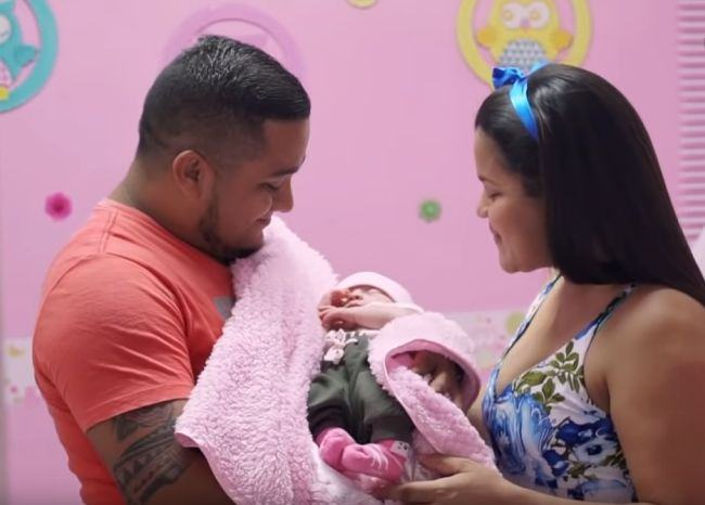 O fetita s-a nascut cu sora ei geamana in abdomen. Micuta a fost operata de cezariana la doar o zi de cand venise pe lume