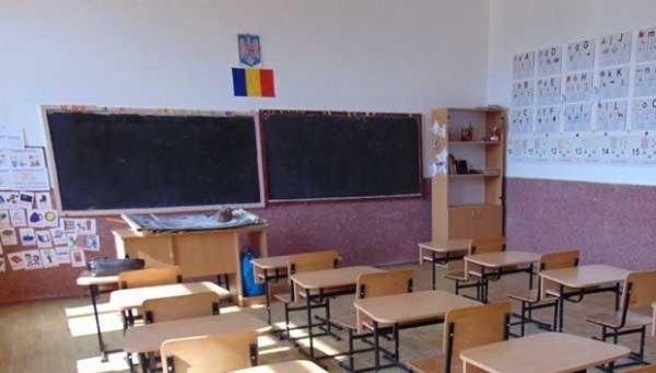 Se redeschid sau nu scolile din toamna?
