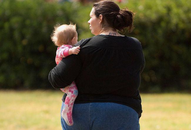 Studiul avertizeaza! Excesul de greutate produce schimbari in laptele matern si afecteaza copilul
