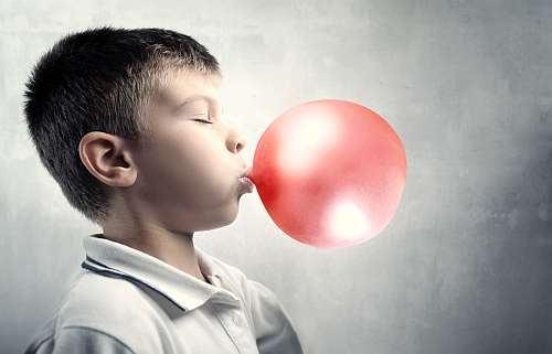 Guma de mestecat. Buna sau nu pentru dintii copilului?