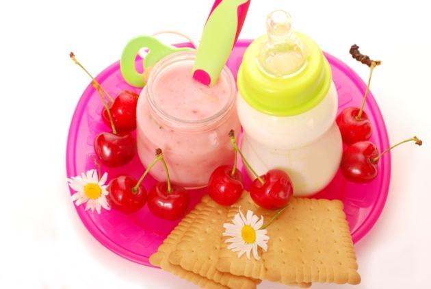 gustare-iaurt-fructe-bebelusi
