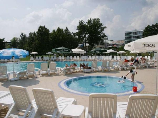 hotel-2d-jupiter-piscina