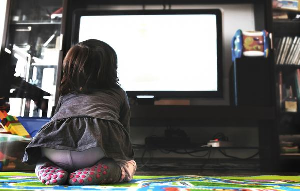 """Tableta si televizorul, """"vinovate"""" pentru aparitia autismului?"""
