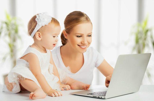 Mamele pot lucra si in concediul de crestere al copilului, fara sa piarda indemnizatia