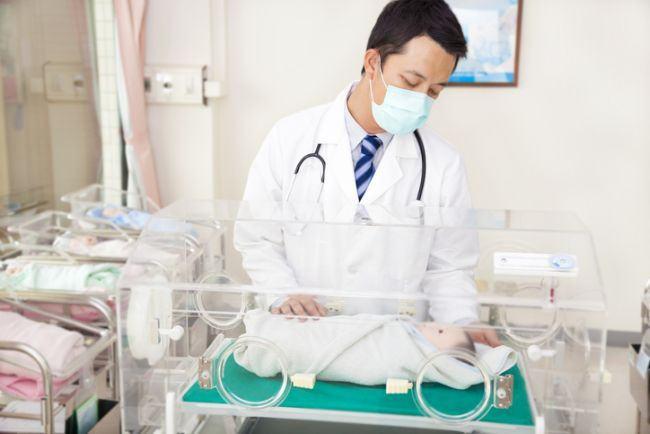 Controale la toate maternitatile din Bucuresti. Bebelusi infectati cu stafilococ