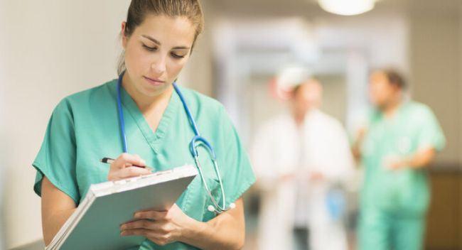 VIDEO. Infirmiere de la Spitalul Universitar din Bucuresti, filmate cand injurau si loveau pacientii
