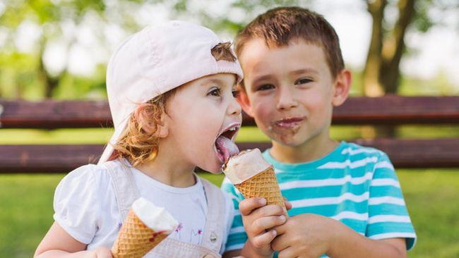 Inghetata si limonada afecteaza dintii copiilor! Recomandarile stomatologului