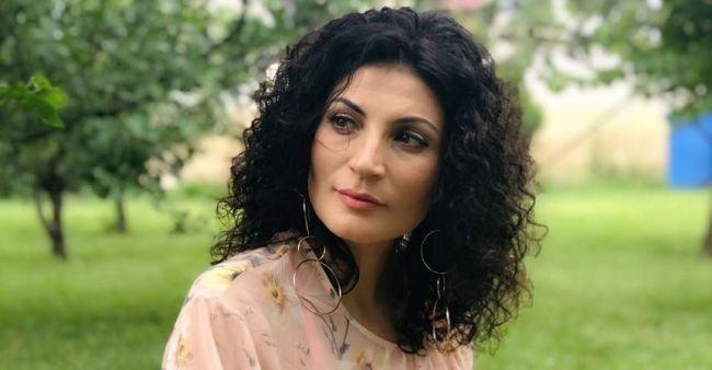 """Ioana Ginghina, la psiholog dupa despartirea de sotul sau: """"Joc teatru mai ceva ca in seriale"""""""