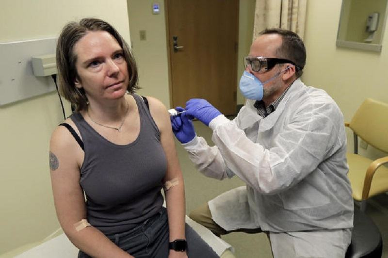 Mama cu doi copii, primul pacient injectat cu un potential vaccin impotriva COVID-19