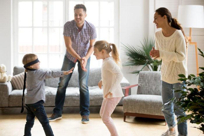 Joaca cu copiii este la fel de importanta ca grija pentru sanatatea lor