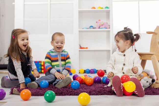 Lasa copilul sa se joace singur. Beneficiile jocului nesupravegheat